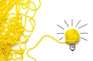 ovillo de lana amarillo que genera creatividad